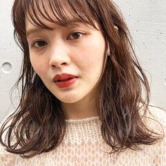 ミディアム 波ウェーブ 地毛ハイライト あざと毛 ヘアスタイルや髪型の写真・画像