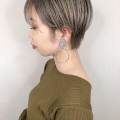 スモーキーアッシュベージュ ハイトーン ショート 春ヘア ヘアスタイルや髪型の写真・画像
