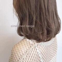 クリーミーカラー ミディアム ガーリー ベージュ ヘアスタイルや髪型の写真・画像