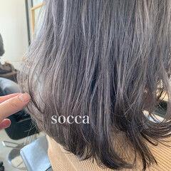 フェミニン セミロング ラベンダーアッシュ ヘアスタイルや髪型の写真・画像