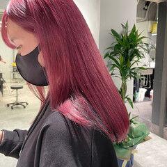 チェリーピンク ダブルカラー ハイトーン ガーリー ヘアスタイルや髪型の写真・画像