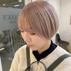 ショートボブ ショートヘア ナチュラル ブロンドカラー ヘアスタイルや髪型の写真・画像