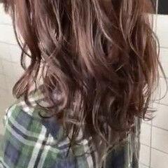 コテ巻き イルミナカラー 寒色 アッシュグレージュ ヘアスタイルや髪型の写真・画像