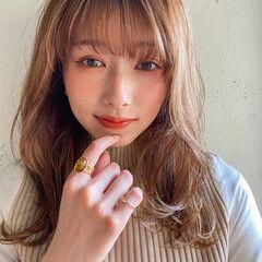 ヘアアレンジ セミロング ナチュラルベージュ レイヤースタイル ヘアスタイルや髪型の写真・画像