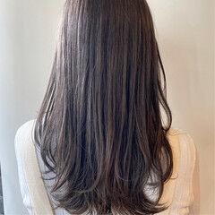 シアーベージュ アッシュグレー グレー ロング ヘアスタイルや髪型の写真・画像