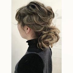 ローポニーテール ヘアアレンジ ウェーブ ミディアム ヘアスタイルや髪型の写真・画像