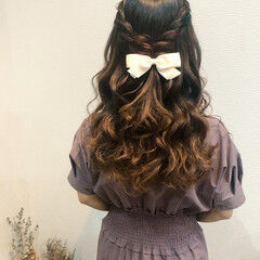 ハーフアップ フェミニン ヘアアレンジ セミロング ヘアスタイルや髪型の写真・画像