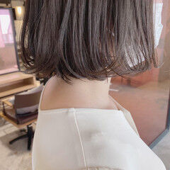 ミディアム ベージュカラー ナチュラル ベージュ ヘアスタイルや髪型の写真・画像