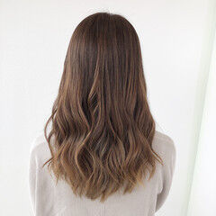バレイヤージュ ロング 髪質改善 ナチュラル ヘアスタイルや髪型の写真・画像