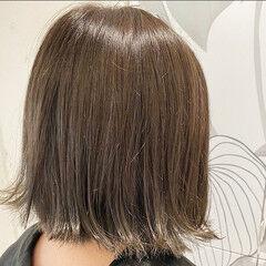 切りっぱなしボブ オリーブグレージュ ショートヘア 似合わせカット ヘアスタイルや髪型の写真・画像