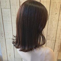 ナチュラルベージュ ミディアム チョコレート ショコラブラウン ヘアスタイルや髪型の写真・画像