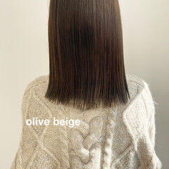 ブリーチなし ミディアム オリーブベージュ モカブラウン ヘアスタイルや髪型の写真・画像