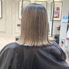 バレイヤージュ グレージュ ミディアム 外ハネ ヘアスタイルや髪型の写真・画像