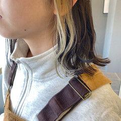 ミルクティーベージュ インナーカラー ストリート ホワイトベージュ ヘアスタイルや髪型の写真・画像