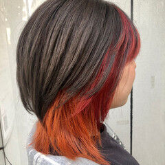 レイヤー ウルフカット インナーカラー ブリーチ ヘアスタイルや髪型の写真・画像