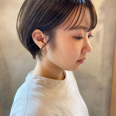 ナチュラル ショートヘア くすみベージュ 透明感 ヘアスタイルや髪型の写真・画像
