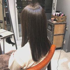 セミロング ツヤ ナチュラル グレージュ ヘアスタイルや髪型の写真・画像