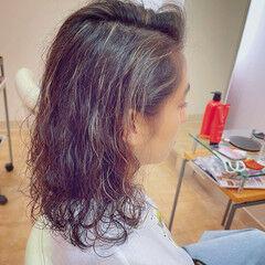 パーマ ブリーチ 西海岸風 ミディアム ヘアスタイルや髪型の写真・画像