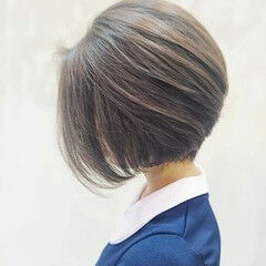 流し前髪 ショート ショートヘア ナチュラル ヘアスタイルや髪型の写真・画像