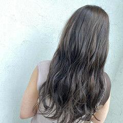 アッシュグレー ロング ノーブリーチ 大人可愛い ヘアスタイルや髪型の写真・画像