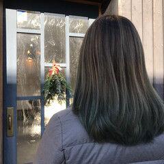 セミロング 夏 ガーリー グリーン ヘアスタイルや髪型の写真・画像