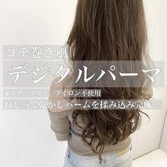 インナーカラー かき上げ前髪 ナチュラル コテ巻き風パーマ ヘアスタイルや髪型の写真・画像