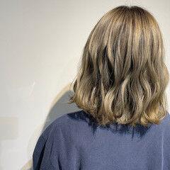 ホワイトシルバー ナチュラル シルバーアッシュ ボブ ヘアスタイルや髪型の写真・画像
