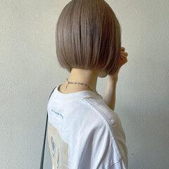 切りっぱなしボブ ミルクティーベージュ ボブ ミニボブ ヘアスタイルや髪型の写真・画像