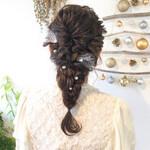セミロング 結婚式 ヘアアレンジ フェミニン