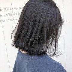 透明感カラー ナチュラル ミディアムヘアー 20代 ヘアスタイルや髪型の写真・画像