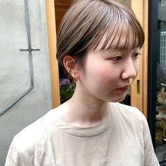 ナチュラル くすみベージュ 透明感 透明感カラー ヘアスタイルや髪型の写真・画像