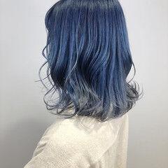 ミディアム ハイトーン 派手髪 ブルーグラデーション ヘアスタイルや髪型の写真・画像