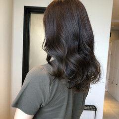 カーキアッシュ アッシュグレージュ ナチュラル イルミナカラー ヘアスタイルや髪型の写真・画像