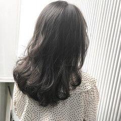 セミロング スモーキーカラー アッシュ アッシュグレージュ ヘアスタイルや髪型の写真・画像