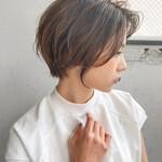 グレージュ 透明感 レイヤースタイル 前髪あり