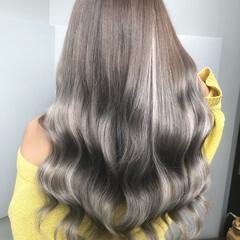 ロング ホワイトカラー エクステ ホワイトハイライト ヘアスタイルや髪型の写真・画像