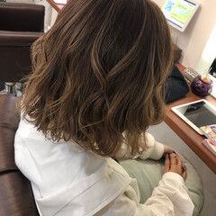 ミディアム アッシュブラウン ガーリー ブリーチなし ヘアスタイルや髪型の写真・画像