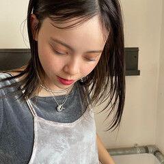 濡れ感 イヤリングカラー セミロング 抜け感 ヘアスタイルや髪型の写真・画像