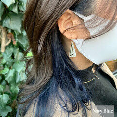 ナチュラル ネイビーブルー セミロング イヤリングカラー ヘアスタイルや髪型の写真・画像