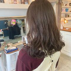 ロング 透明感カラー シアーベージュ 大人可愛い ヘアスタイルや髪型の写真・画像