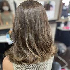簡単ヘアアレンジ ミディアム マットグレージュ ナチュラル ヘアスタイルや髪型の写真・画像
