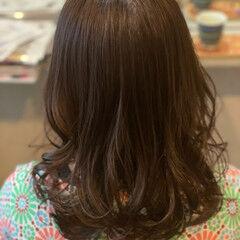 セミロング ナチュラル 暖色系グレージュ 暖色 ヘアスタイルや髪型の写真・画像