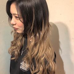 ミルクティーベージュ グラデーションカラー エクステ ロング ヘアスタイルや髪型の写真・画像