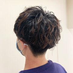 ショート メンズパーマ メンズヘア メンズマッシュ ヘアスタイルや髪型の写真・画像