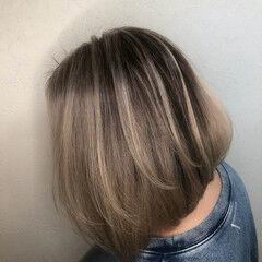 バレイヤージュ エレガント ハイトーン 白髪染め ヘアスタイルや髪型の写真・画像