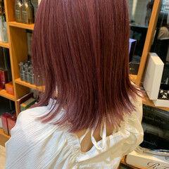 レイヤーカット ミディアム ベリーピンク フェミニン ヘアスタイルや髪型の写真・画像