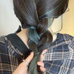 ターコイズブルー インナーグリーン ターコイズ インナーカラー ヘアスタイルや髪型の写真・画像