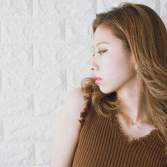 フェミニン n. ベージュ インナーカラー ヘアスタイルや髪型の写真・画像