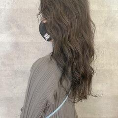 ナチュラル アンニュイほつれヘア ウルフカット イルミナカラー ヘアスタイルや髪型の写真・画像
