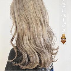 ナチュラル シナモンベージュ ホワイトカラー ブロンドカラー ヘアスタイルや髪型の写真・画像